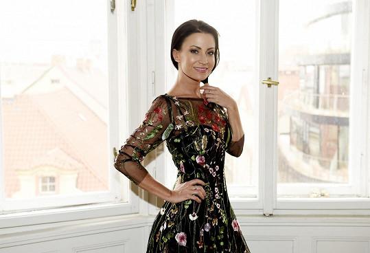 Je zatím otázkou, které šaty na Ples jako Brno vynese.