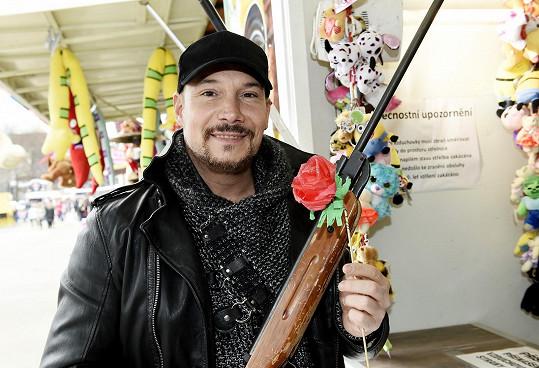 Tuhle růži sám vystřelil.