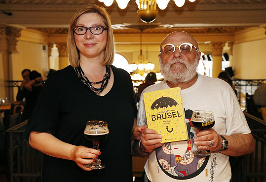 Arnošt Goldflam s autorkou knihy Jak jsem potkala Brusel Kateřinou Farnou