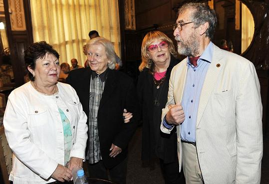 Jitka Zelenohorská, Václav Neckář, Naďa Urbánková a kameraman Jaromír Šofr