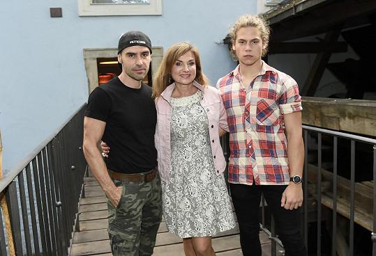Pánové dorazili na narozeninovou oslavu herečky Simony Praskové.