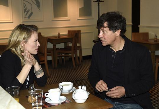 Ve filmu Jak básníci čekají na zázrak si zahrála partnerku Štěpána Šafránka alias Pavla Kříže.