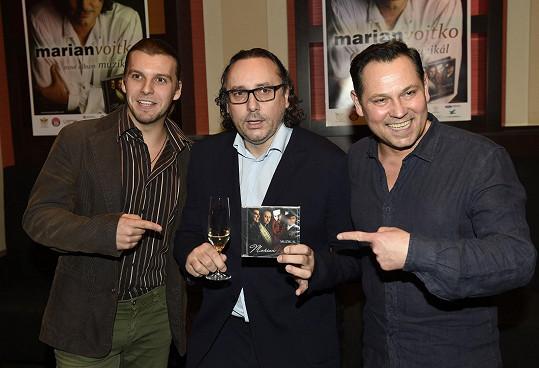 Pavel, Marian a Michal Bragagnolo, jehož známe i jako Raoula z Fantoma opery, zpívají v seskupení 4 tenoři.