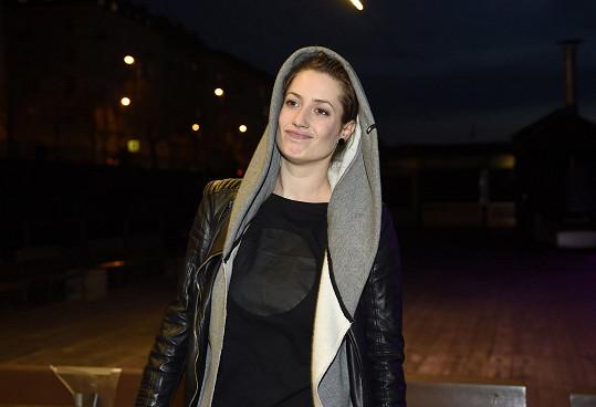 Lenka je oblíbenou seriálovou herečkou.