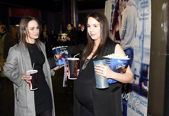 Do kina Míša vyrazila s kamarádkou Marií Křížovou.
