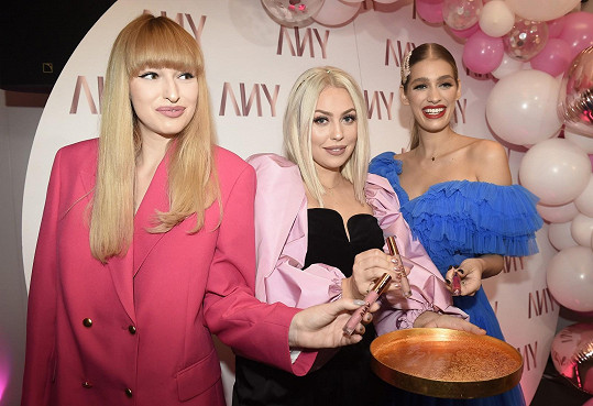 Jasmina s youtuberkou Not So Funny Any (uprostřed) a modelkou Vandou Jandou.