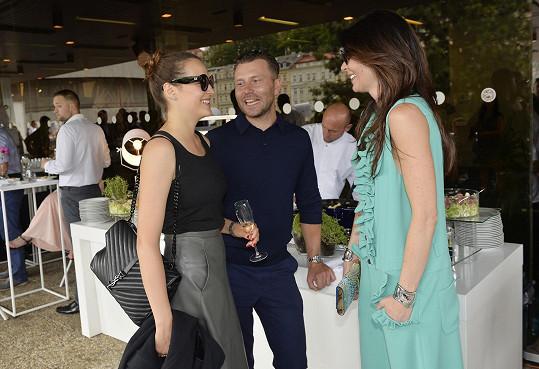 Monika se zapovídala s modelkou Kateřinou Sokolovou a jejím přítelem.