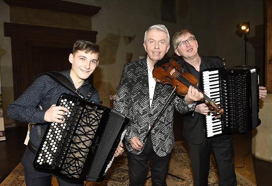 To si pořídil na koncert ke 100. výročí narození argentinského skladatele Ástora Piazzoly.