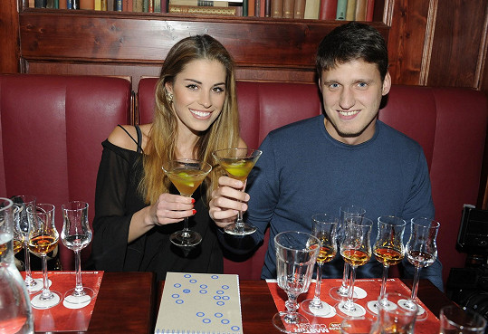 Tereza s přítelem Michalem na ochutnávce kubánského rumu