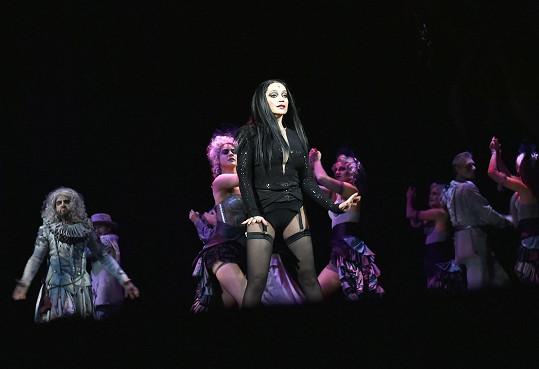 Odvaha zpěvačce rozhodně nechybí.