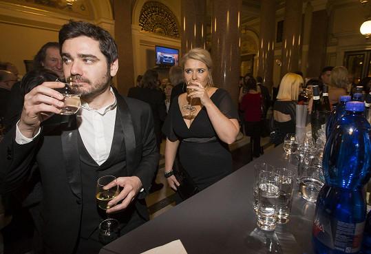 U baru si dal víno, ale i vodu...