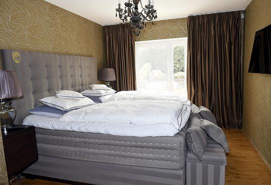 Stejně jako ložnici. Jen luxusní postel se znakem Davidova klubu tam zůstane.