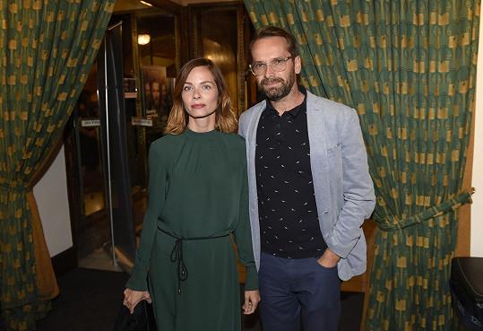 Jan Révai s partnerkou Zuzanou na filmové premiéře