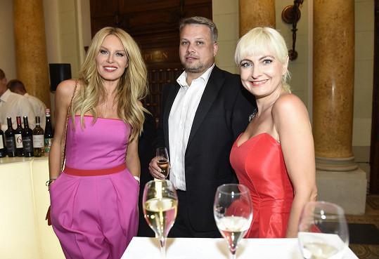 Bára s přítelem na předchozí párty ještě se Simonou Krainovou