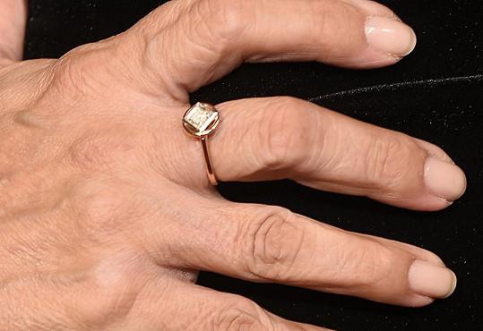 Outfit doplnila prstýnkem, který jí Karel Gott věnoval.