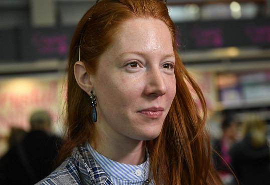Takhle vypadá její tvář beze stopy make-upu.