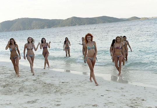 Finalistky si mohly užívat na panenské pláži až do západu slunce.