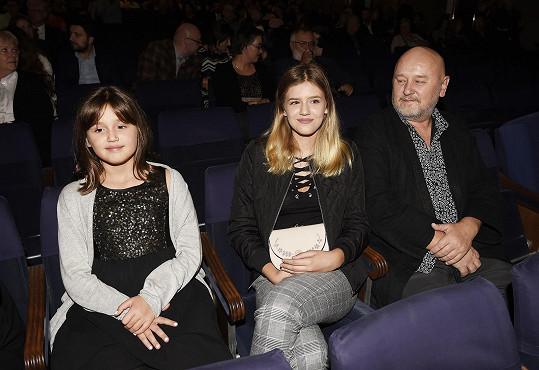Z publika sledoval Ivu partner a obě dcery Natálie a Karolína.
