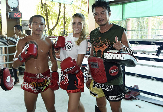 Dominika Košťálová na tréninku thajského boxu