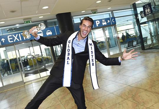 O rok později získal v Thajsku titul Mister Global.