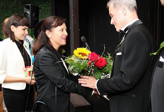 Gratulovala i Alena Mihulová, která v Ungeltu exceluje v několika hrách...