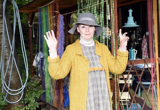Kostýmy vytvořila režisérova manželka, výtvarnice Jaroslava Pecharová.