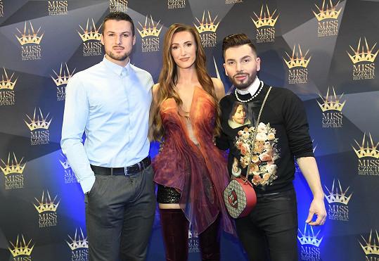 Makarenko s partnerem Zdeňkem Bahenským a stylistou Samem Dolcem, který se stará i o look dívek.