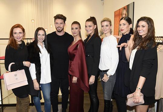Kamila s dalšími kráskami na přehlídce Escady