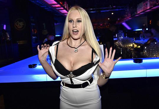 Angel Wicky je česká pornoherečka.