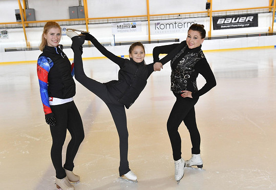 Dana Morávková s dcerou Vlaďky Erbové Viktorkou (uprostřed) a Eliškou Březinovou