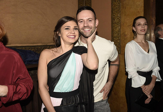 Herečka s filmovým kolegou, zpěvákem Michalem Foretem