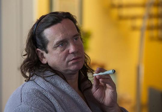 Manžela Erbové hraje herec Jan Potměšil.