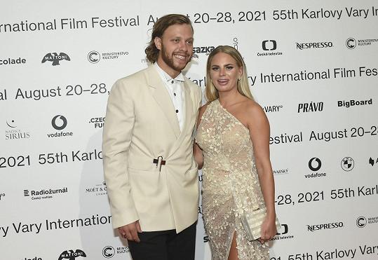 Byli oceňováni jako nejlépe oblečený pár na závěrečném galavečeru.