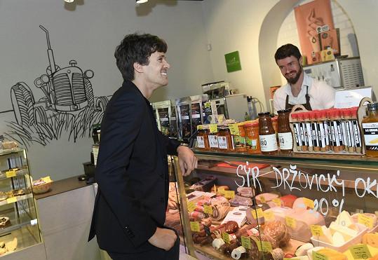 S Albertem jsme si povídali, když přišel udělat nákup pro svou přítelkyni, které hodlal uvařit něco dobrého.
