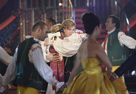 Závěrečný tanec pak patřil Adamu Mišíkovi a Kateřině Krakowkové.