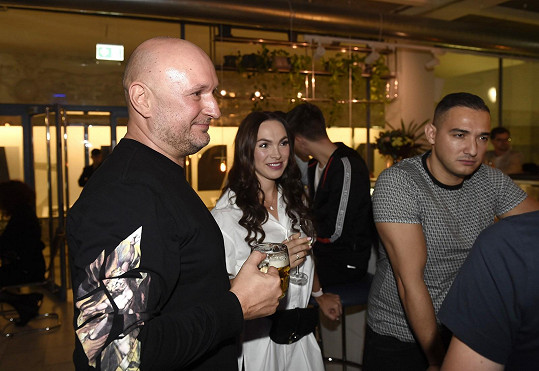 Rosťa na párty s Kamilou Nývltovou a její přítelem Pepou