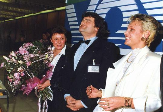 V roce 1991 s Karlem Svobodou a jeho první ženou, které se říkalo Šiška. Petra má na hlavě hodně zvláštní kombinaci blond a černé.