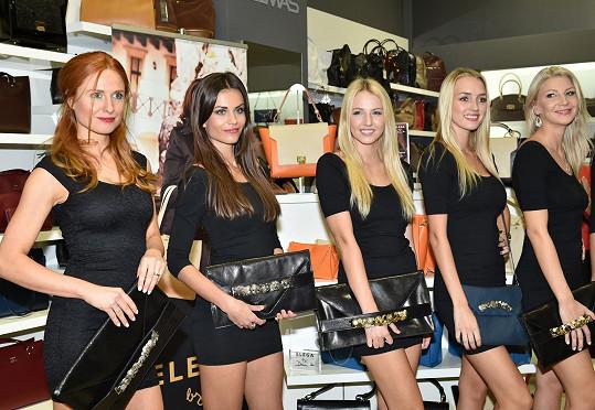 Modelky s Daninými kabelkami