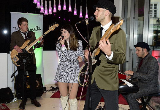 Kapela na sebe upozornila ve filmu Mládí s jejich písní You Got The Love.