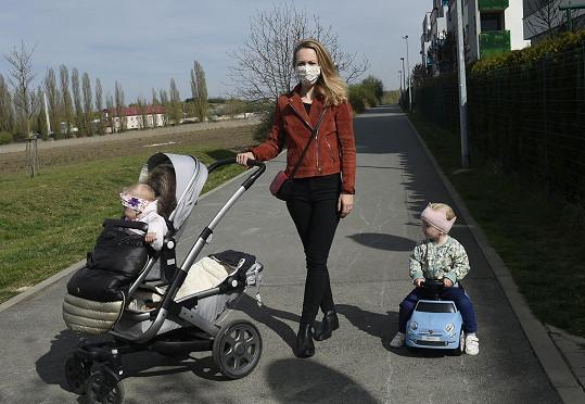 S Markétou a jejími dcerkami jsme vyrazili na procházku.