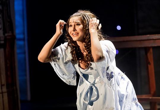 Zpěvačku známe většinou pouze v divadelním kostýmu.