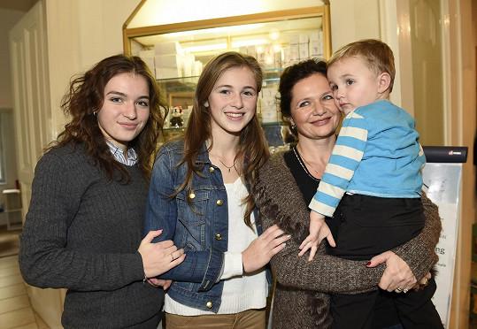 S maminkou Radkou a tříletým bráchou Matyášem