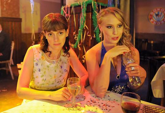 Klára Issová a Aneta Krejčíková si zahrály v komedii podle scénáře Haliny Pawlowské.
