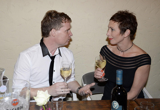 Kristýna si připila i s organizátorem večera Martinem Francem.