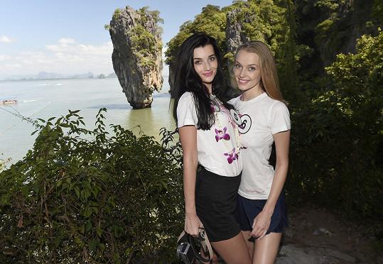 Šárka s kolegyní Nikolou Kováříkovou během výletu na ostrov Ko Tapu, který proslavila bondovka Muž se zlatou zbraní.