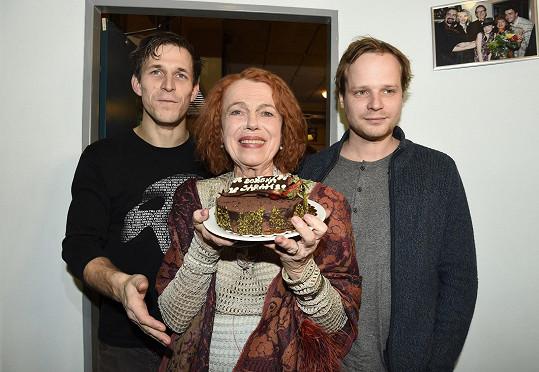 S oběma hereckými partnery, kteří se střídají v roli tajemníka.
