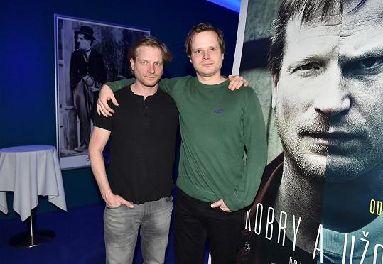 Matěj (vlevo) a Kryštof Hádkovi po projekci filmu Kobry a užovky.
