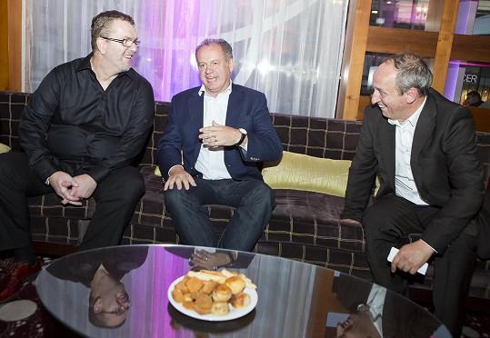 Richard Müller, Andrej Kiska a Jan Kraus během přátelského rozhovoru