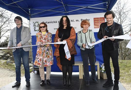 Herečky Iva Janžurová a Jitka Čvančarová a muzikant Michal Malátný zahájili výstavu motýlů v tropickém skleníku Fata Morgana v pražské botanické zahradě.