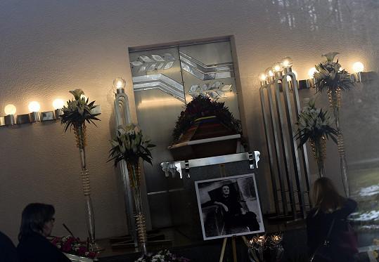Rozloučení s Bořkem Šípkem proběhlo v motolském krematoriu.